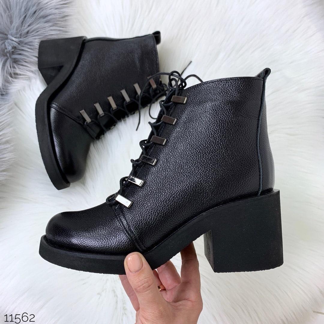 Короткие кожаные ботинки женские