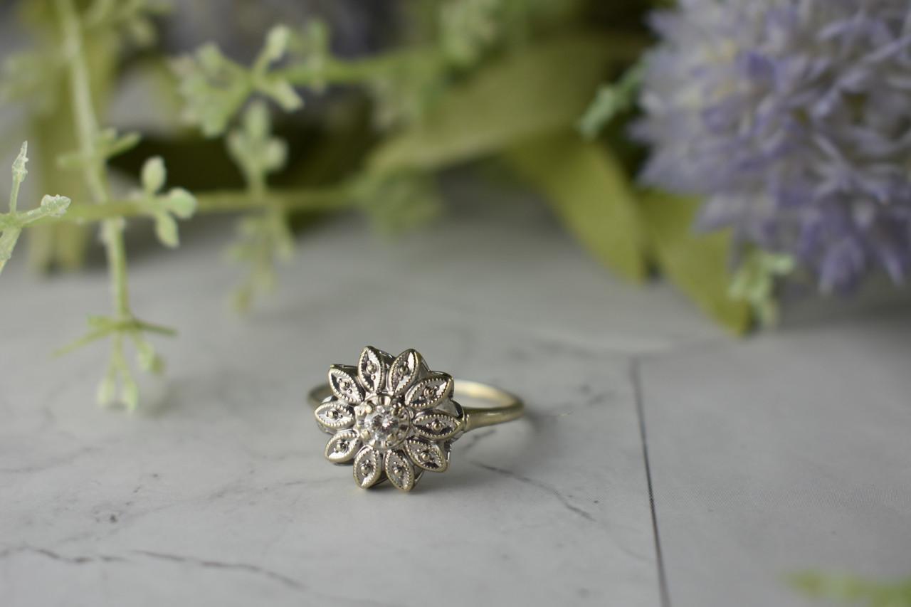 Золотое кольцо с Бриллиантом  0.10 карат   *Нежный Цветок*