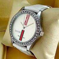 Женские кварцевые наручные часы Gucci T74 (Гучи) на белом кожаном ремешке, серебряный циферблат, серебро