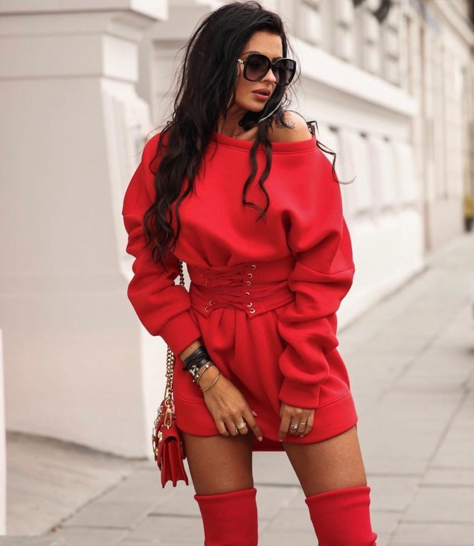 Женское теплое стильное платье- худи со шнуровкой на талии,красного цвета