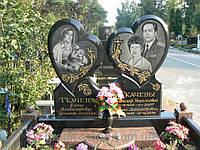 Памятник двойной сердце.