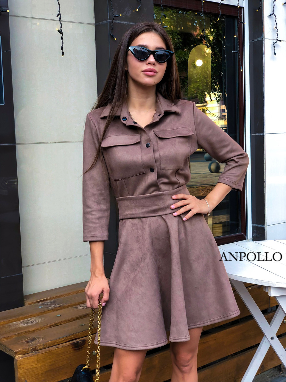 Замшевое платье с расклешенной юбкой и рубашечным верхом 17plt179
