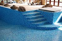 Чистка стен и дна опорожненного бассейна