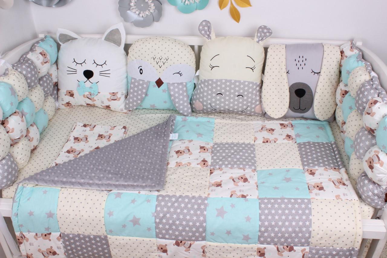 Комплект в кроватку в нежно мятных-серых цветах