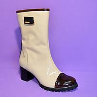 Стильные женские демисезонные ботинки на невысоком каблуке из натуральной лаковой кожи