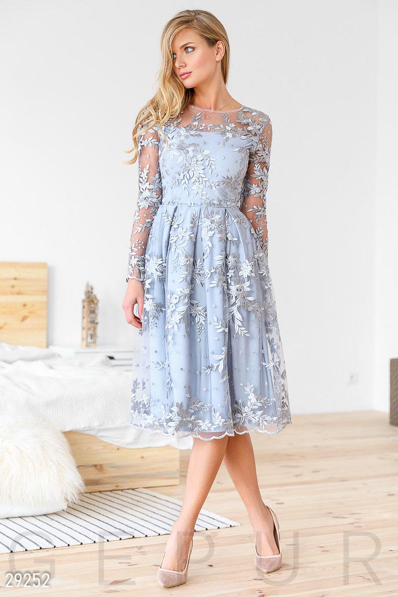 Вечернее платье длина до колен цветочная вышивка цвет серебристый