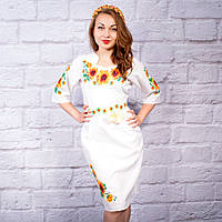 Жіноча сукня з вишивкою