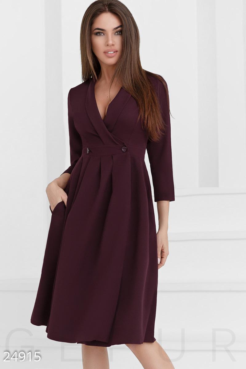 Платье на запáх в деловом стиле облегающий рукав 3/4 цвет сливовый