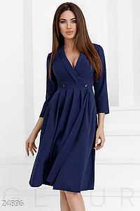 Деловое платье средней длины v-образный вырез на груди цвет темно-синий