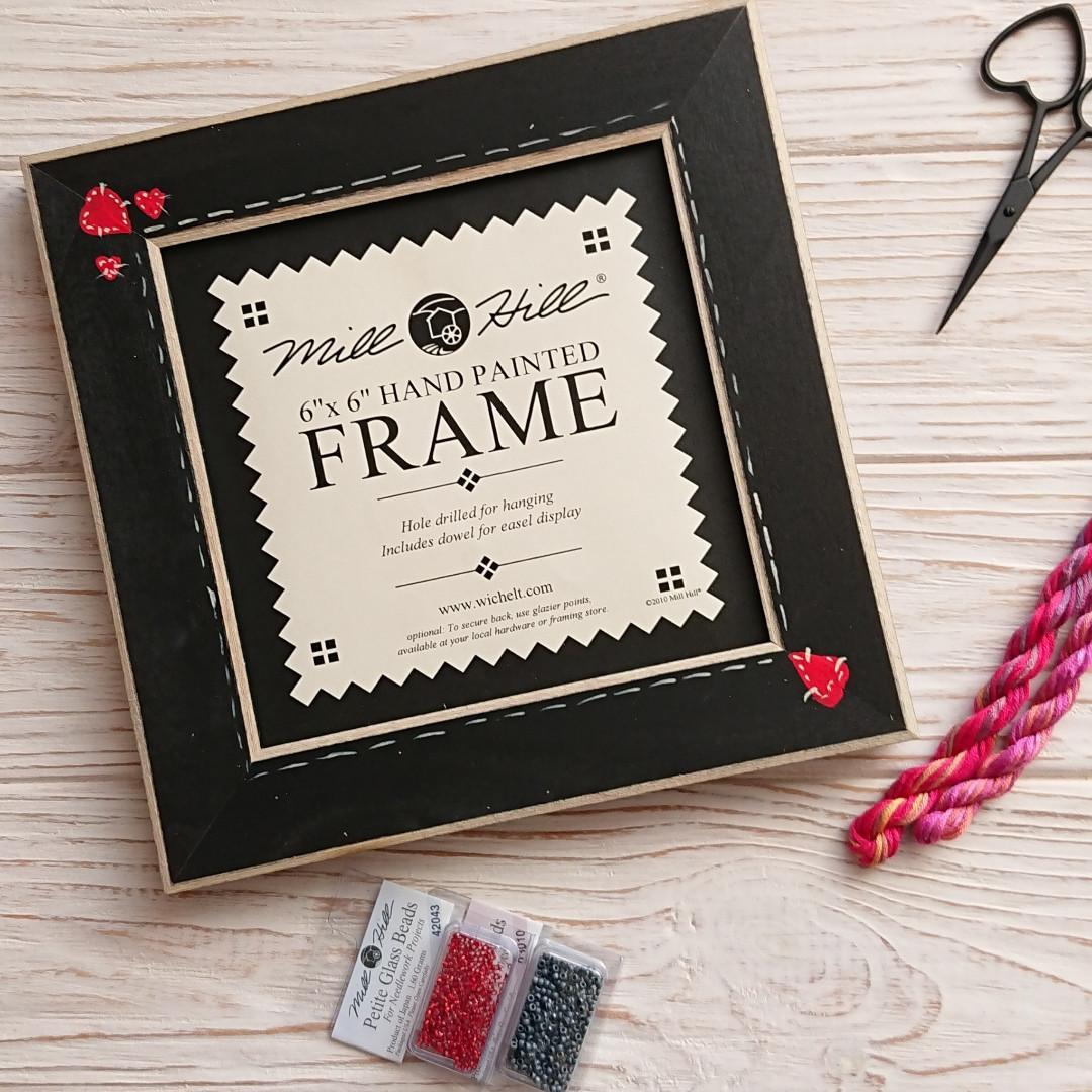 Оригинальная рамка Matte Black w/Primitive Heart Border  для наборов Mill Hill