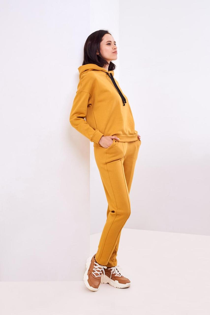 Спортивный костюм горчичного цвета