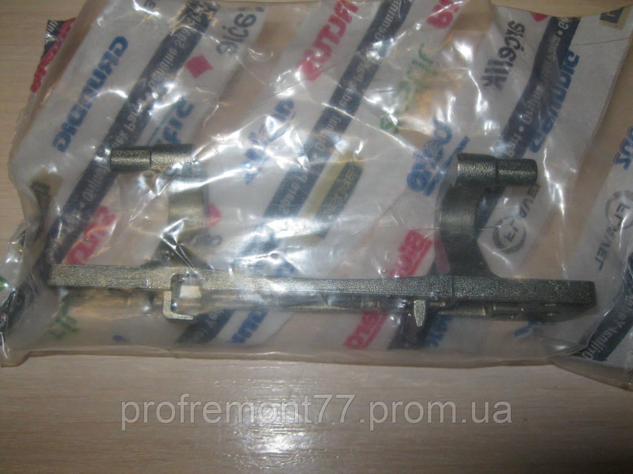 Завес (петля) Beko 2905730100 orig. для стиральной машины