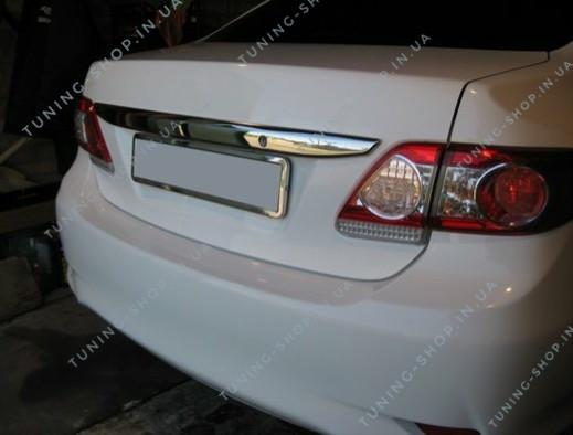 Накладка над номером Toyota Corolla 2010-2012