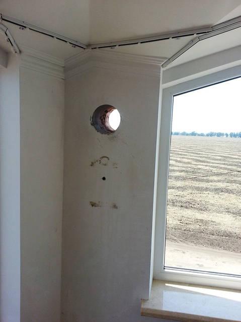 Отверстие для стенового клапана притока воздуха.