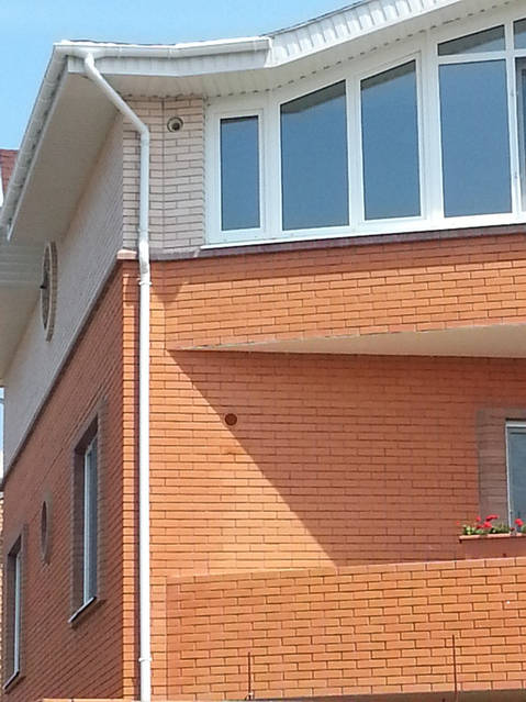 Стеновые приточные клапана (приток свежего воздуха в жилые комнаты).