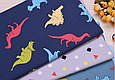 Сатин (бавовняна тканина) динозаври яскраві на синьому, фото 4