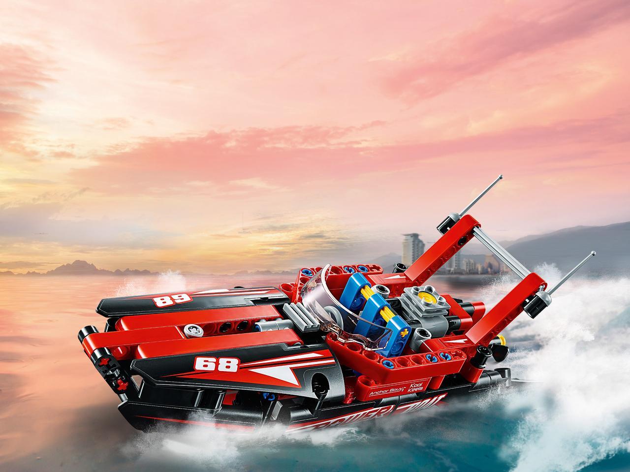 Конструктор LEGO Technic. Моторная лодка
