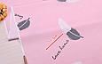 Сатин (бавовняна тканина) пір'ячко біло-сірі з написами на рожевому, фото 2