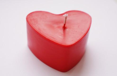 Свечка в форме сердца с приятным запахом