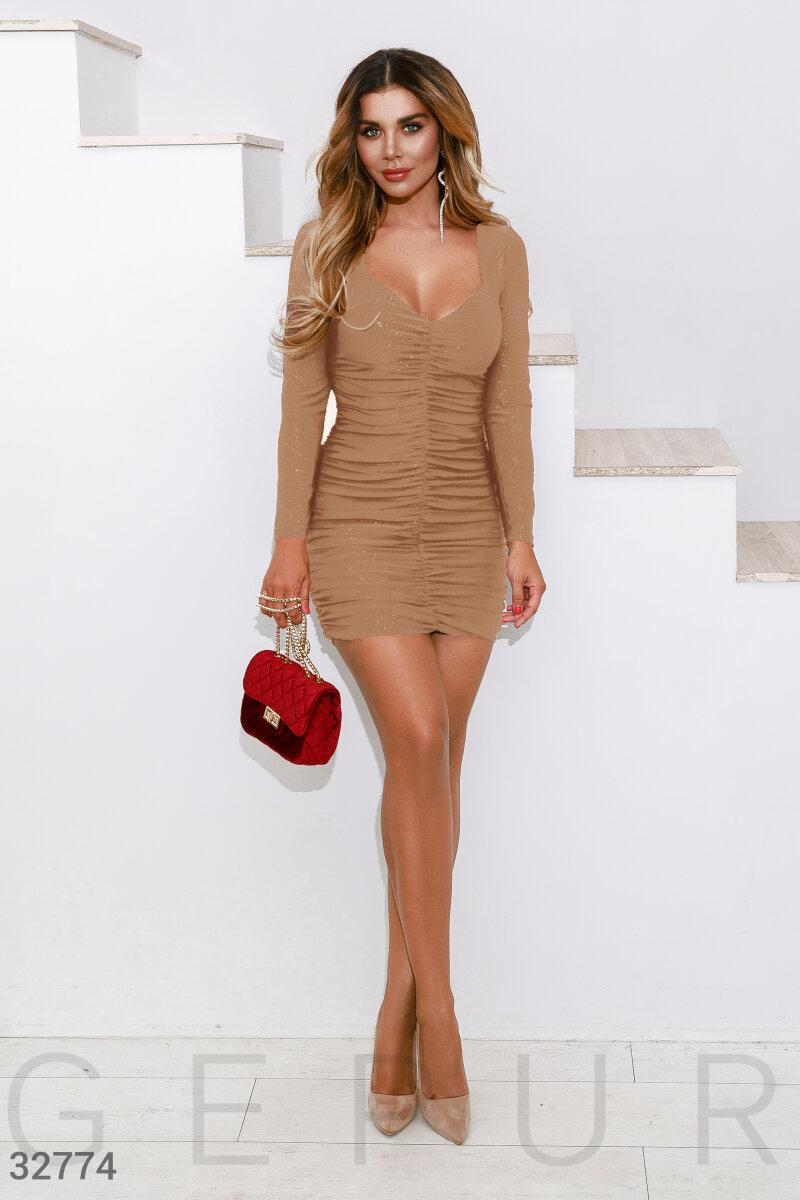Облегающее платье мини со складками спереди бежевое