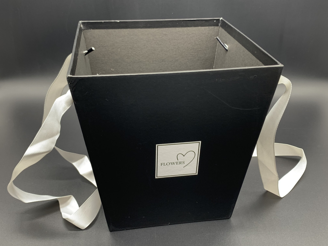 Коробки для цветов с ручкой. Цвет черный. 18х17см