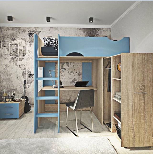 На фото: ліжко-горище з висувним столом і шафою