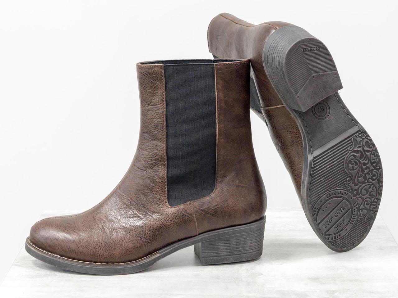 """Высокие ботинки свободного одевания - челси из натуральной кожи """"жатки"""" коричневого цвета"""