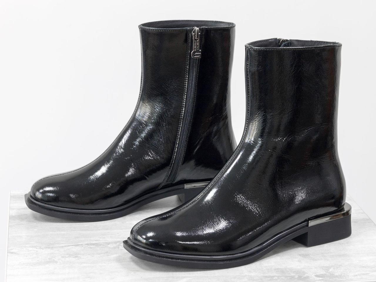 Стильные классические ботинки из натуральной лаковой кожи черного цвета