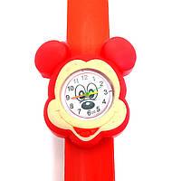 Детские часы Микки Маус (голова) на красном силиконовом флип-ремешке.