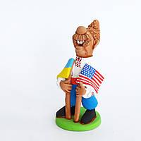 Глиняная статуэтка. Козак с двумя флагами (Украина, США). Украинский сувенир