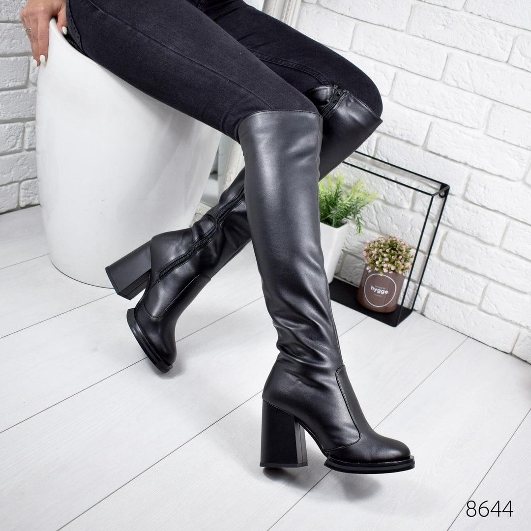 Женские демисезонные сапоги ботфорты на широком устойчивом каблуке черные