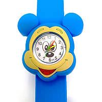 Детские часы Микки Маус (голова) на голубом силиконовом флип-ремешке.