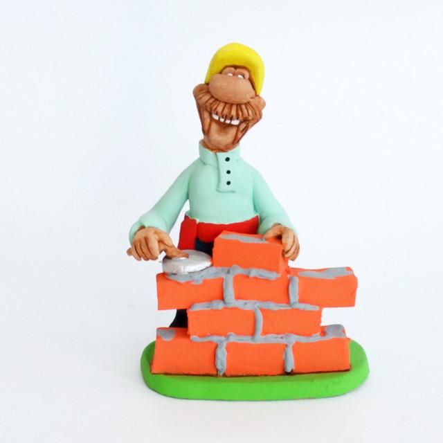 керамическая статуэтка Строитель
