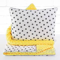 Плед и подушка с чёрными лапками жёлтого цвета