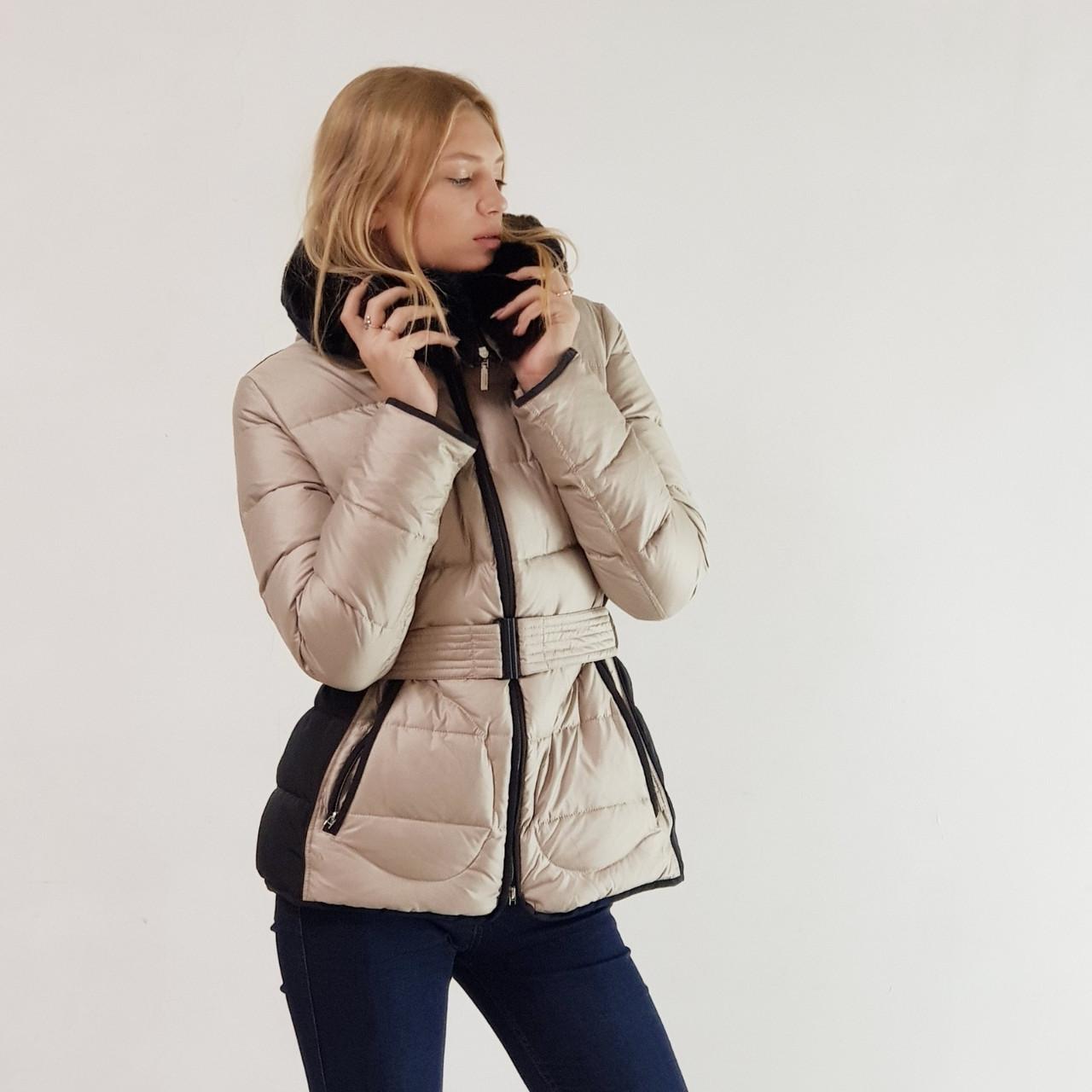 Куртка пуховик зимний короткий женский Snowimage с капюшоном и натуральным мехом 48 бежевый 332-6186