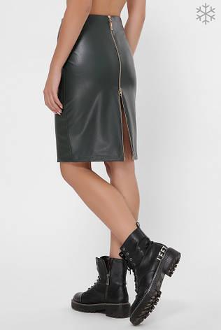 Утепленная кожаная юбка темно-зеленого цвета с молнией сзади, фото 2