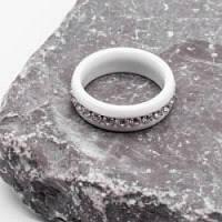 Женское кольцо из белой керамики с циркониями 5 мм 172405