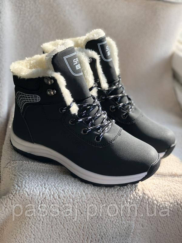 Зимние ботинки, кроссовки черного цвета с мехом