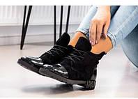 Женские ботинки замшевые с носком из рептилии