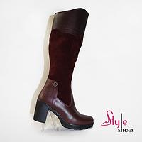 Стильные женские зимние сапоги из кожи и замши бордового цвета на каблуке