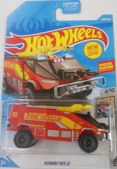 Машинка Hot Wheels 2019 Runway Res-Q