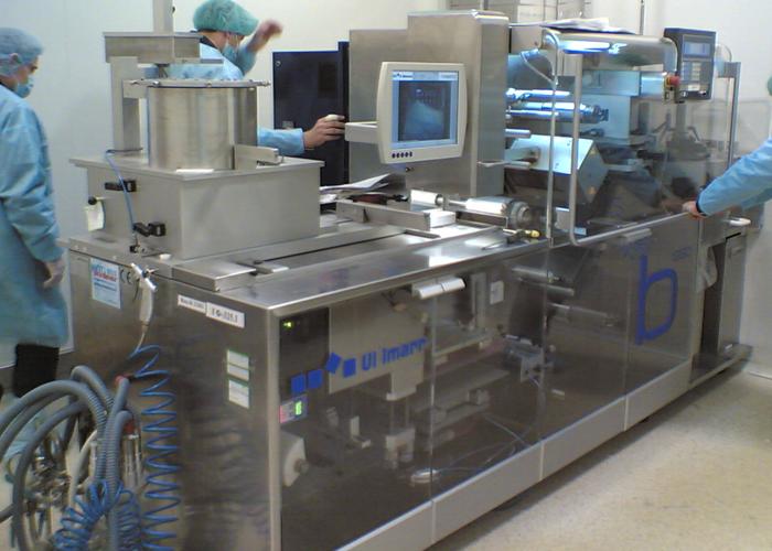 Автоматическая линия по производству блистерной упаковки для фармацевтической продукции.