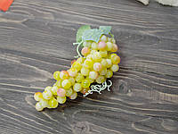 Виноград мелкий желтый