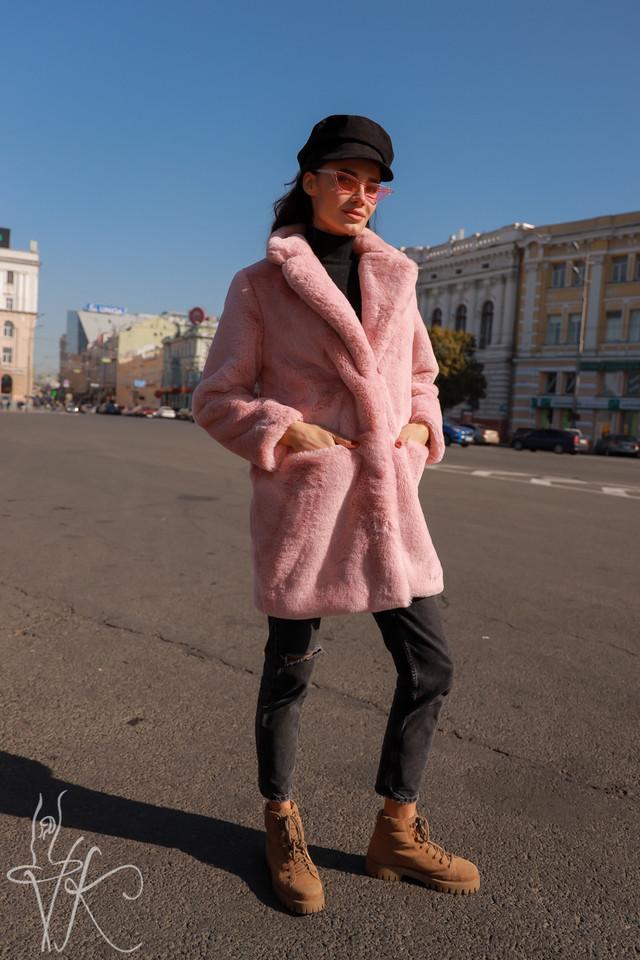 Фото шуба с английским воротником розового цвета