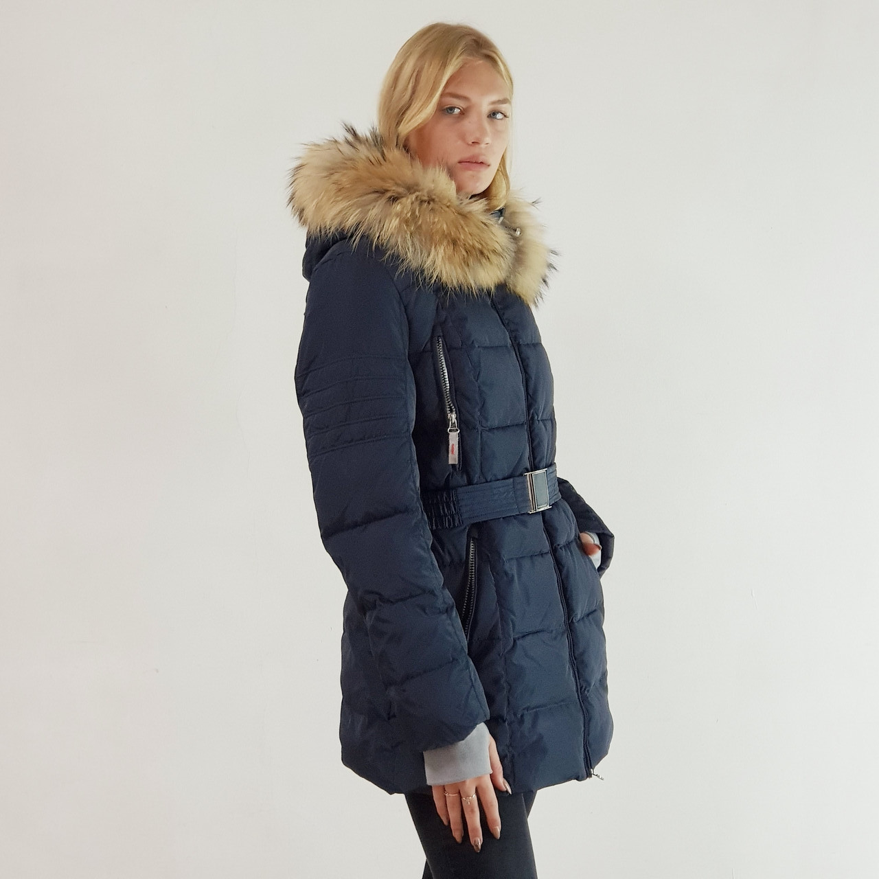 Пальто-пуховик женский Snowimage с капюшоном и натуральным мехом синий, длинный, распродажа