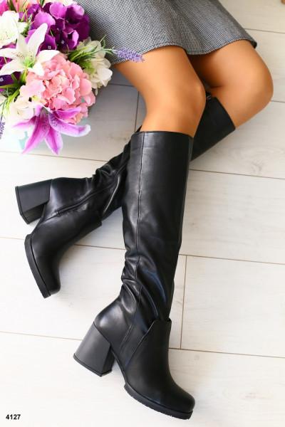 Женские черные сапоги на каблуке зима