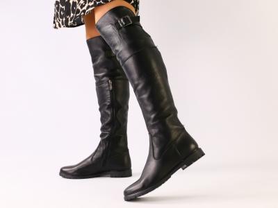 Зимние натуральные кожаные сапоги-ботфорты черного цвета