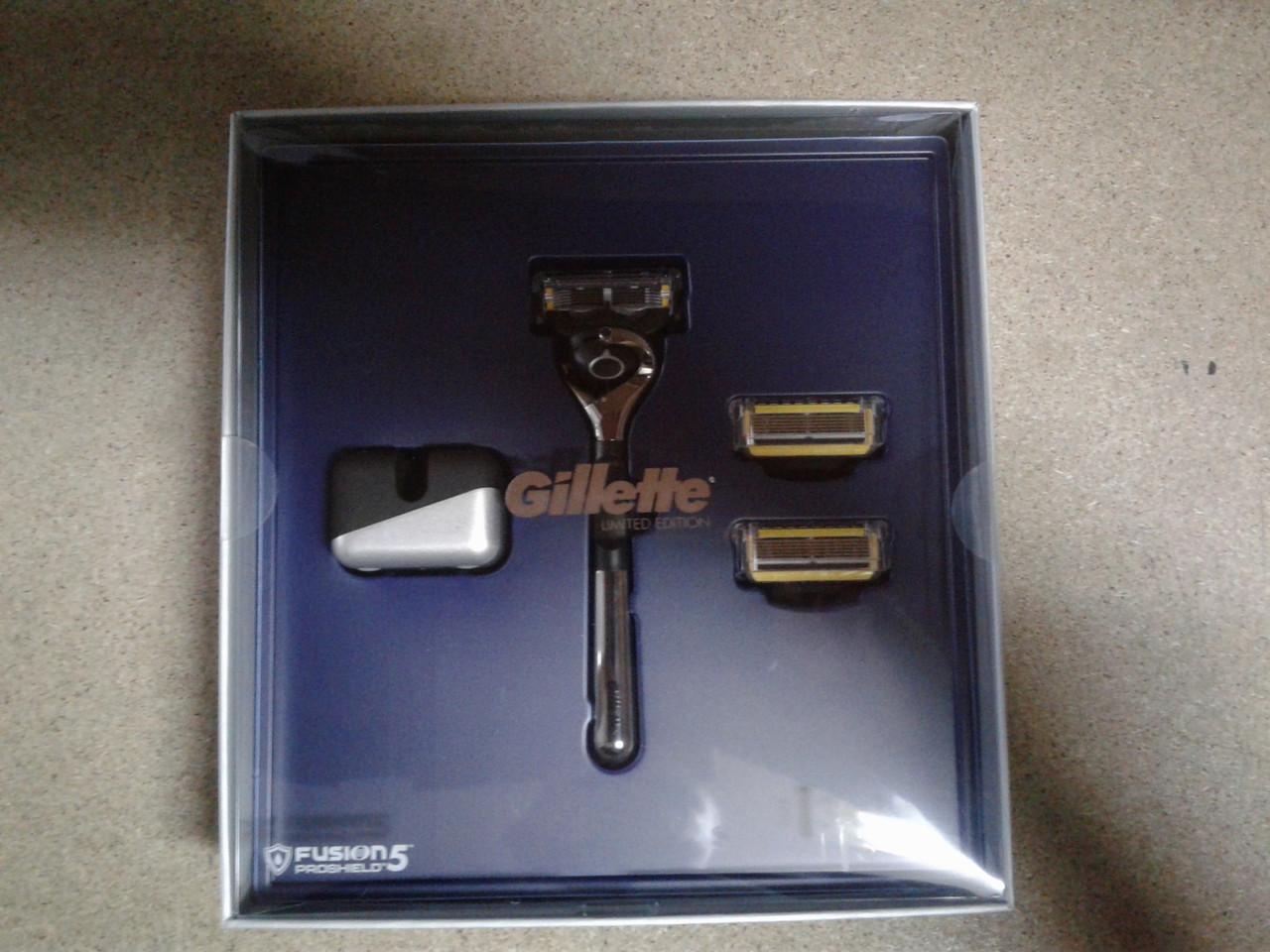 Набор для бритья мужской Gillette Fusion Proshield Станок + подставка + 3 картриджа
