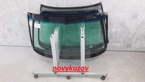 Скло лобове/вітрове на Mazda 6