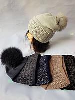 Молодежная вязаная шапка для девочки  с натуральным песцовым помпоном на флисе